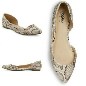 Snakeskin printed flats